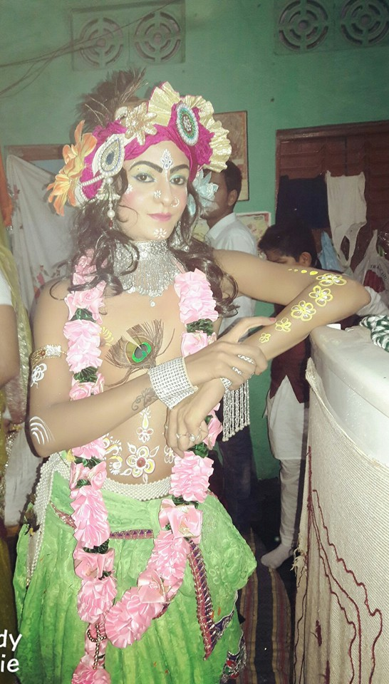 Boy Dressed As A Cute Indian Girl (1.2.1)